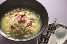 スープにあさり×玉ねぎ×ベーコンの旨みが凝縮
