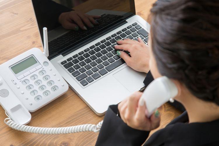 テレフォンオペレーターは専門知識が要求される職務内容も
