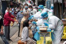 武漢では全市民にPCR検査を実施(AFP=時事)