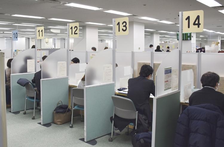 オンライン申請のシステム不具合で受け付け延期になるなどトラブル続き(共同通信社)