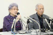 横田めぐみさんの拉致から40年。記者会見する滋さん(右)と早紀江さん(2017年11月15日、神奈川県川崎市)