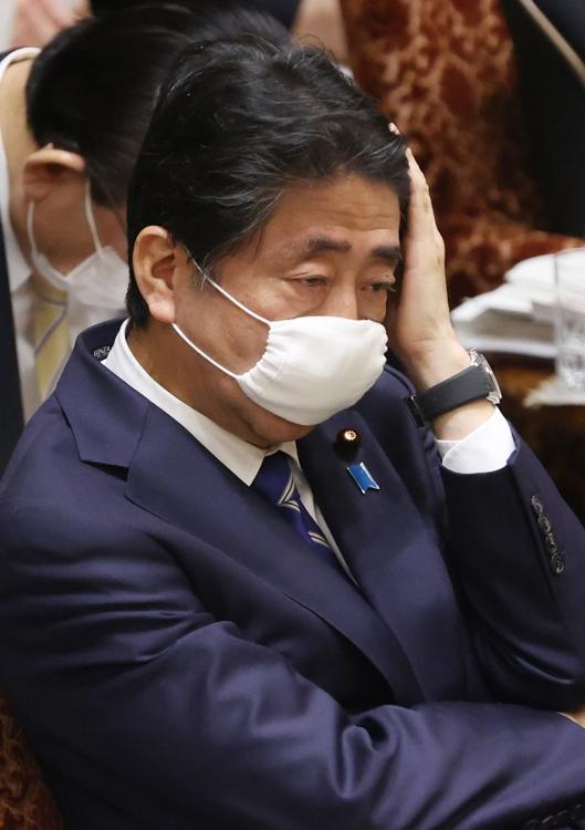 国会では疲れた表情を見せる場面もあった(時事通信フォト)