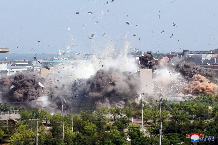 北朝鮮によって破壊された南北共同連絡事務所(朝鮮通信=時事通信フォト)
