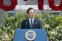日韓関係などを語る際にキーワードとなってきた「自虐史観」のルーツは?(写真EPA=時事)