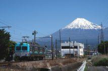 岳南電車はすべての駅から富士山を望める(撮影/桜井寛)