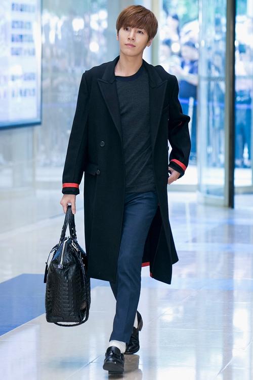 ロングコートも似合うミヌ。日本の人気女優を射止めた(写真/ゲッティイメージズ)
