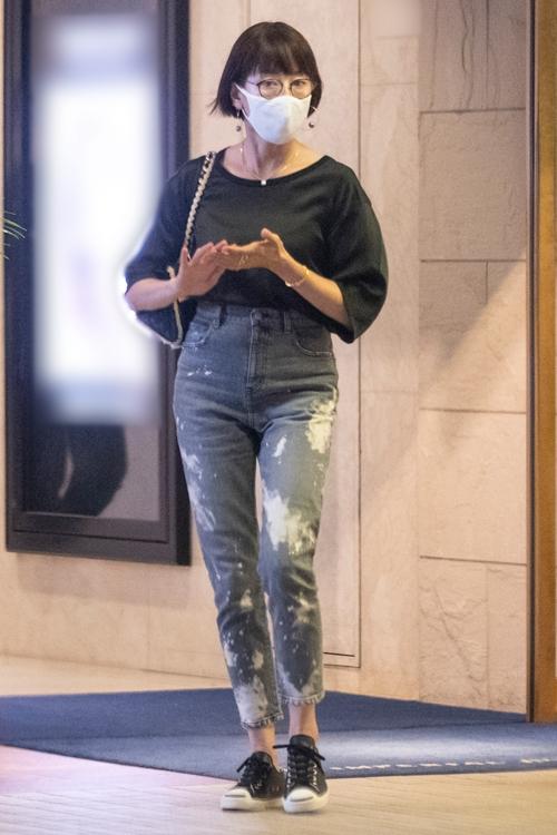 ダメージジーンズをかっこよく着こなした宮沢
