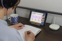 毎日夕方までオンライン授業で自宅に篭る大学生(イメージ)