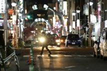 新型コロナウイルス感染拡大に伴い愛知県独自の「緊急事態宣言」が出された4月、名古屋の繁華街(時事通信フォト)