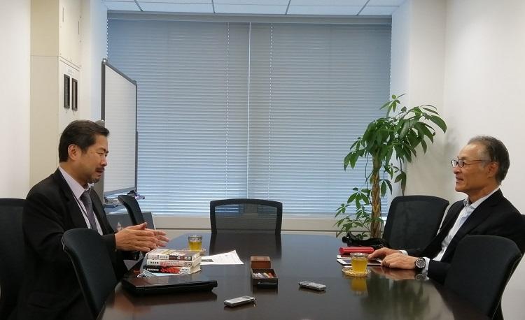 郷原氏(左)も官僚や記者クラブといった組織にさまざまな意見を持つ