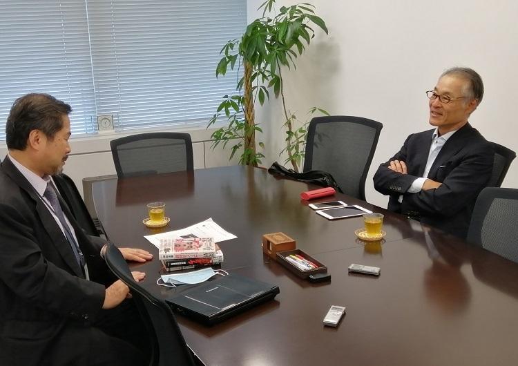 長谷川氏(右)は記者と検察との関係を指摘