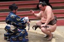 大相撲がコロナ禍で懸賞激減、ヒール横綱・白鵬には大打撃