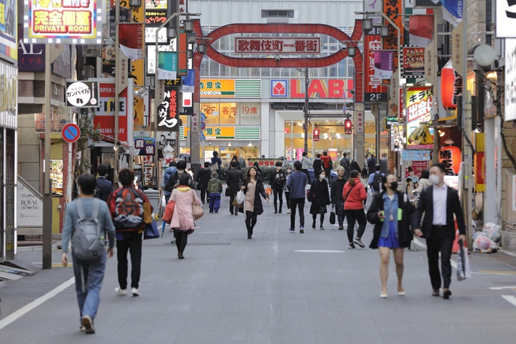 「夜の街」と名指しされコロナ警戒が続く新宿・歌舞伎町