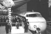 1964年には東海道新幹線が開通(共同通信社)