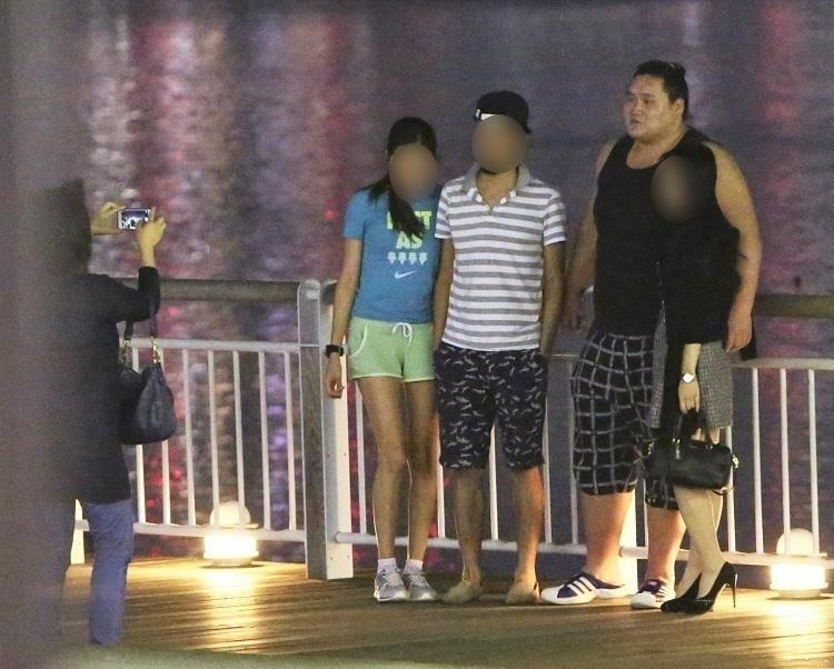 モンゴルから日本へ来た知人夫婦を彼女と一緒に観光案内する照ノ富士