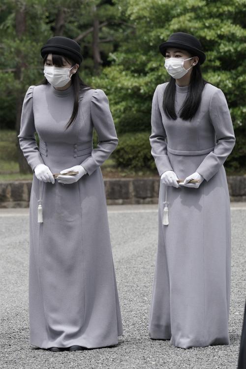 気品あふれる眞子さまと佳子さま(2020年6月、東京・八王子市。写真/JMPA)