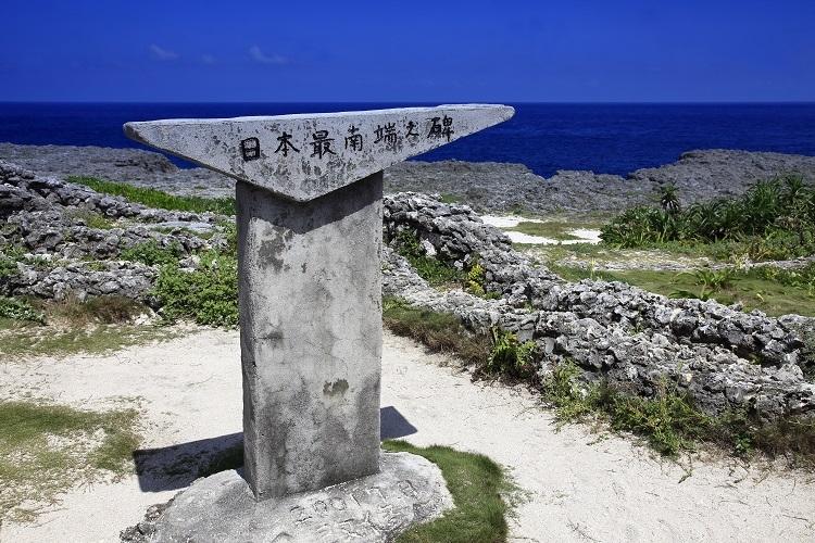 日本最南端の碑がある沖縄県竹富町の波照間島(時事通信フォト)