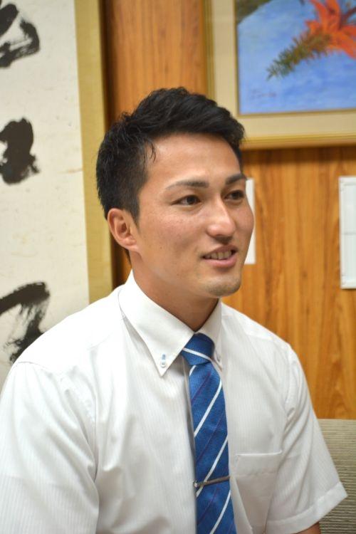 現在は母校・興南高校の事務員として働く島袋氏