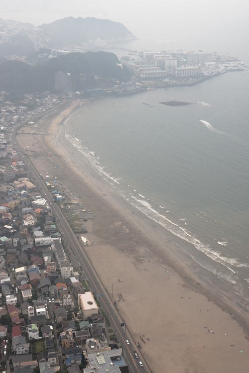 由比ヶ浜も海水浴場の開設を断念(空撮/小倉雄一郎)