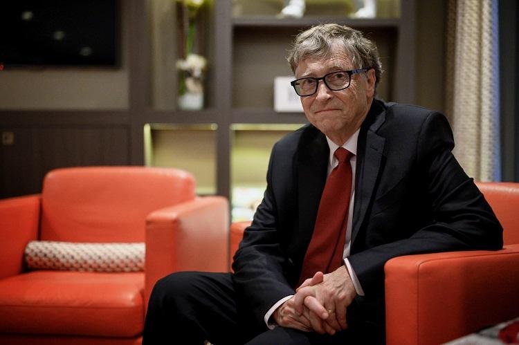 新型コロナウイルスについては、マイクロソフト共同創設者で世界的大富豪の一人であるビル・ゲイツ氏に関する根拠のない陰謀論も広まっている(AFP=時事)