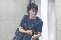 松たか子「濡れ髪とマスク」でナチュラル私服の美貌