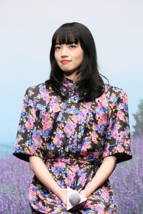 映画『糸』の完成報告会に登場した小松菜奈