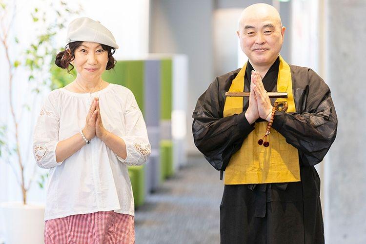 室井滋さんと宝林寺住職・千葉公慈さん