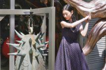 壇蜜 岡本太郎作の梵鐘『歓喜』を鳴らしてその音色に興奮
