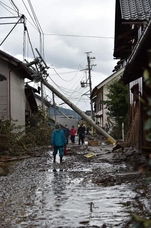 台風対策は屋内だけではなく屋外にも目を向ける(写真/AFP=時事)