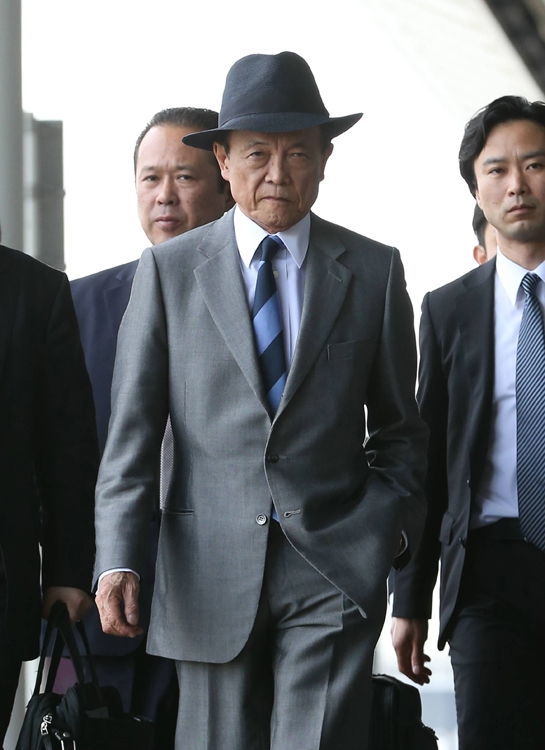 早期解散総選挙を求める麻生氏にはさらなる狙いがある(時事通信フォト)