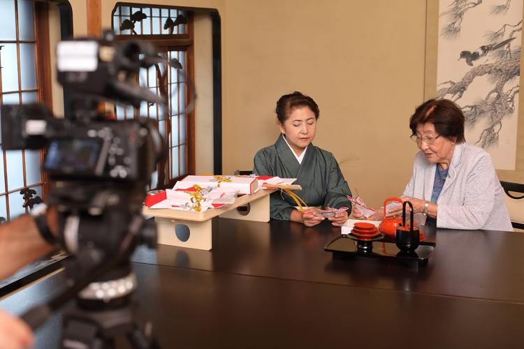 東京・浅草の老舗料亭「茶寮一松」で動画収録を行う