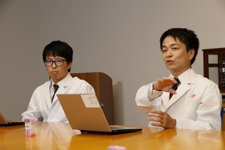 研究・開発の秘話を語る境氏(右)と、西島氏(左)
