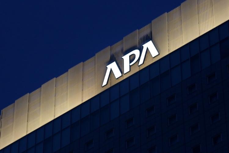 日本最大級の客室数を誇る「アパホテル&リゾート 横浜ベイタワー」(時事通信フォト)