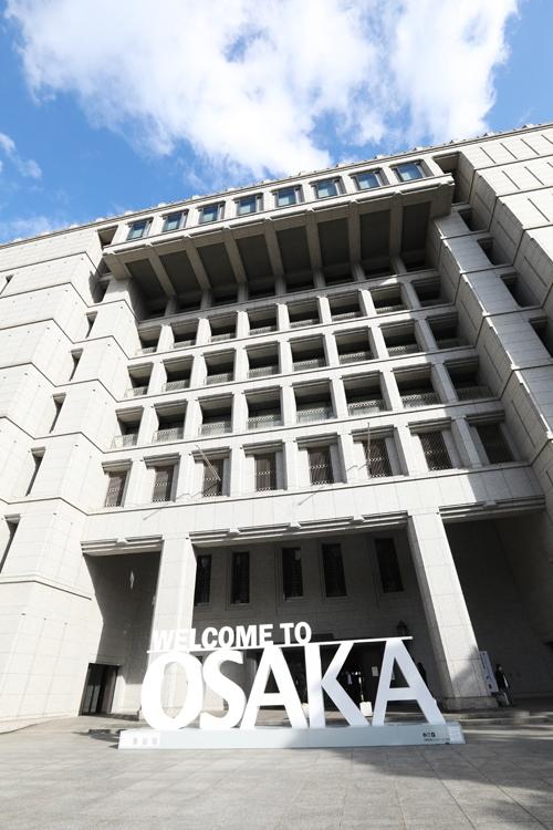 """現大阪市役所は""""越境出勤""""で大所帯に?(時事通信フォト)"""