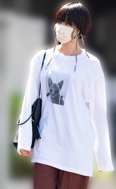 真っ白な(そしてキュートな)Tシャツが際立つ