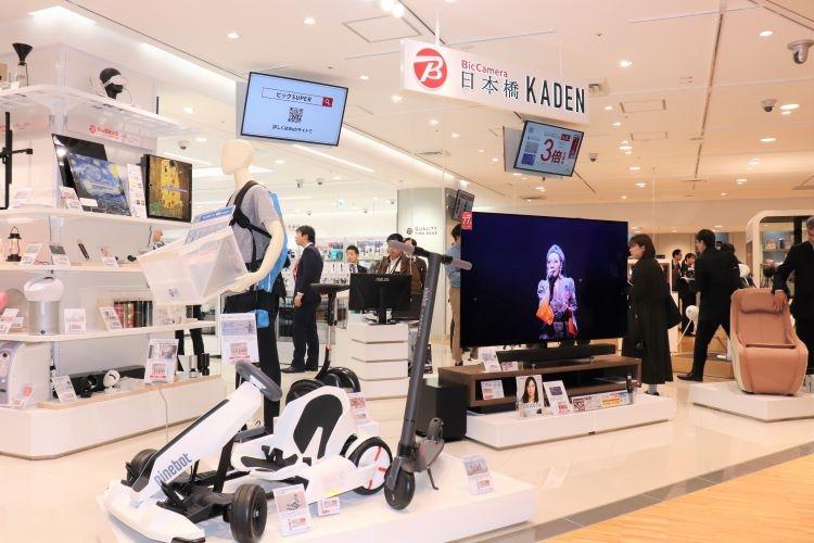 三越日本橋店にオープンしたビックカメラの新スタイルショップ(時事通信フォト)