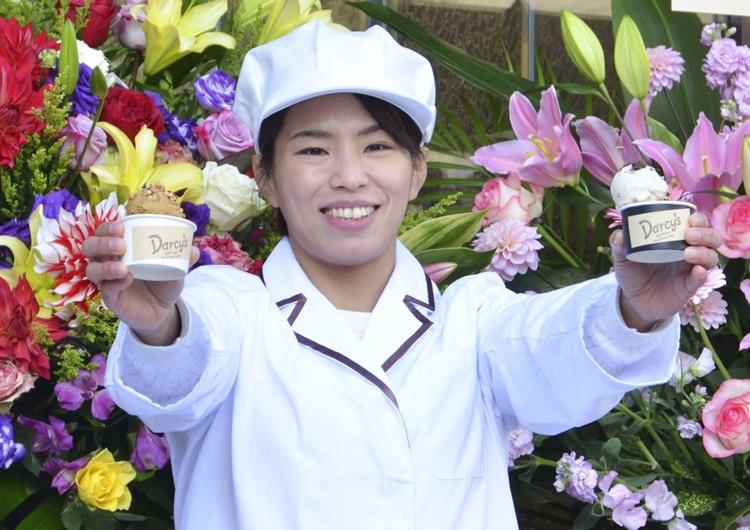 引退後は「ダイエット中に食べても罪悪感がないアイスクリームを作りたい」と『Darcy's-Guilt Free Ice Cream Labo』を立ち上げ、現在も東京富士大学の学生と研究を続けている(写真/共同通信社)