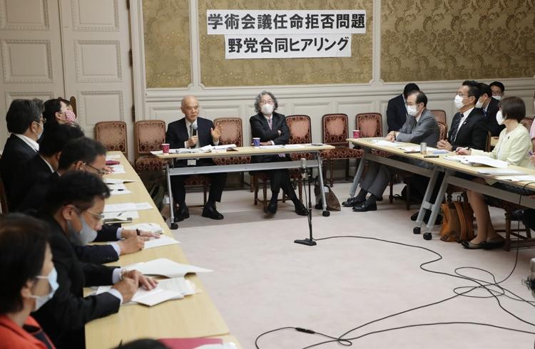 日本学術会議との騒動で明らかになった菅義偉・首相の姿勢(写真は野党合同ヒアリング、時事通信フォト)