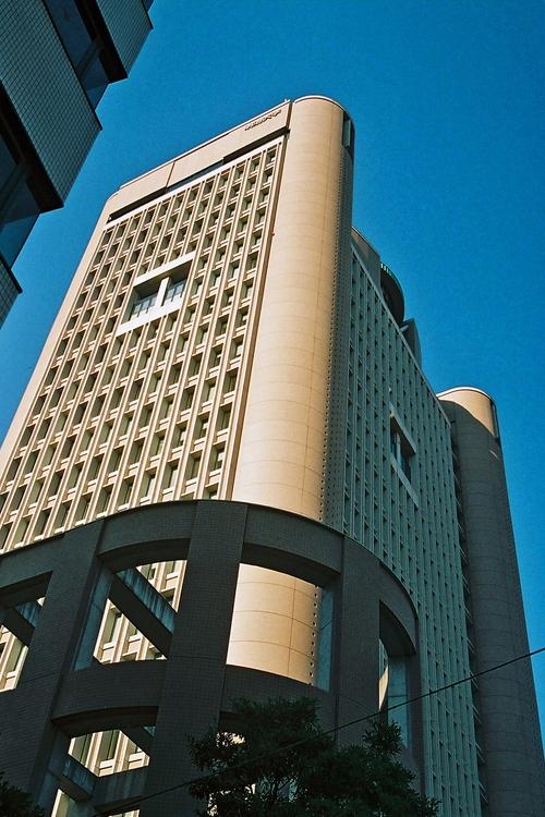 人気上昇の明治大学(駿河台キャンパス)