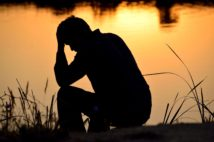 自殺者の頭の中 ネガティブな感情で脳が疲弊し理性を失う
