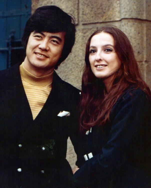 「ヒデ」こと出門英さんは、ロザンナにとって公私を共にしたパートナーだった