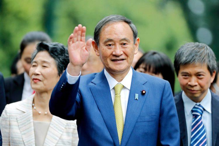 菅首相は安倍前首相と側用人の使い方がどう違うのか(AFP=時事)