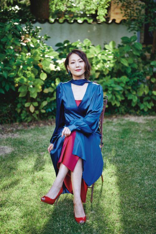 「この家でこの服だと、大富豪の妻みたいだな(笑い)」