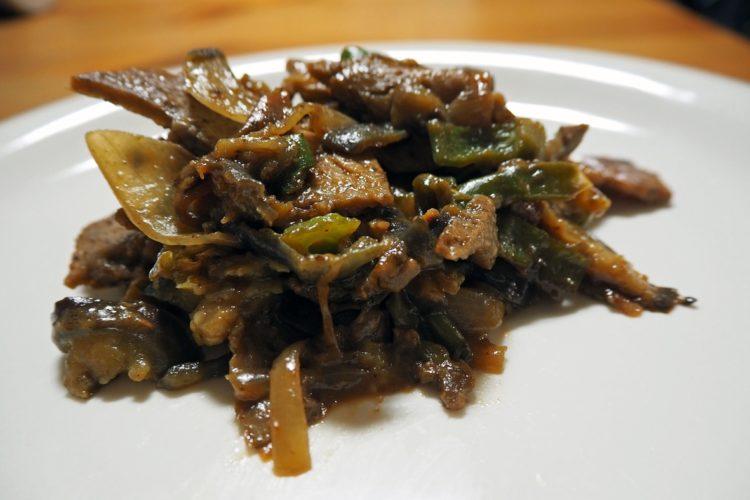 内藤さんが大豆薄切り肉で作った回鍋肉風野菜炒め