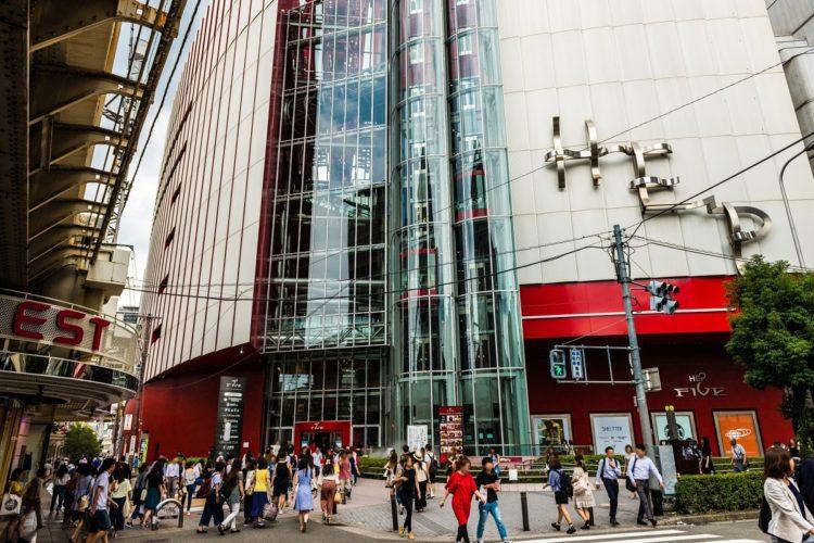 待ち合わせにもよく利用される大阪・梅田の「HEP FIVE(ヘップファイブ)」