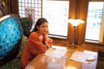 紗綾が豪華列車に乗りながら、九州を堪能
