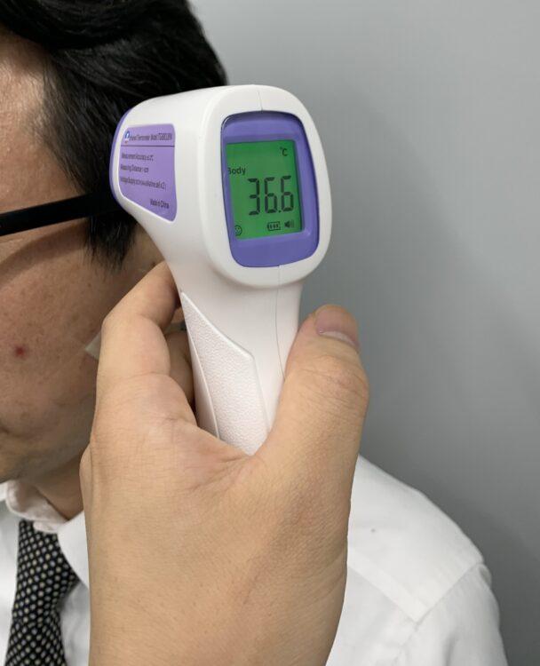 顔や手首などで体温を測る非接触型体温計の信頼度とは?