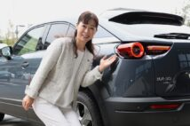 「自然体」がテーマのマツダ新型SUV「MX-30」と開発主査の竹内都美子さん
