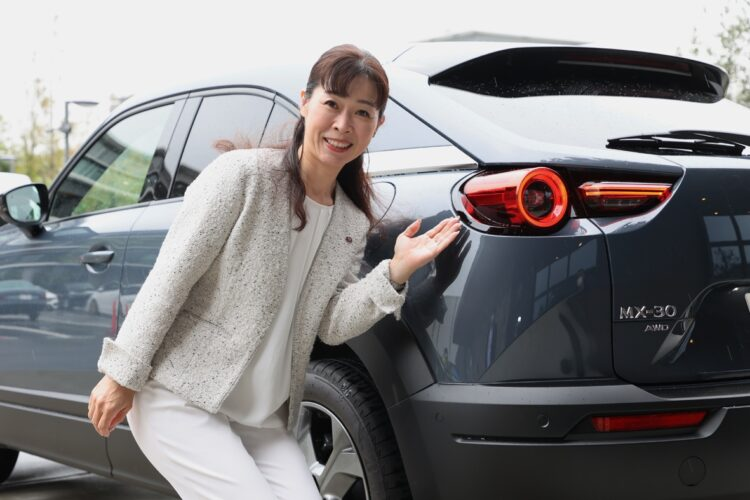 「自然体」がコンセプトのマツダ新型SUV「MX-30」と開発主査の竹内都美子さん