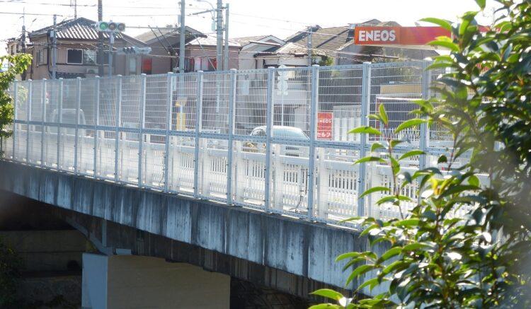 耐震補強工事で必要な鉄筋が使用されなかったことが明るみに出た緑橋(東京都・日野市)